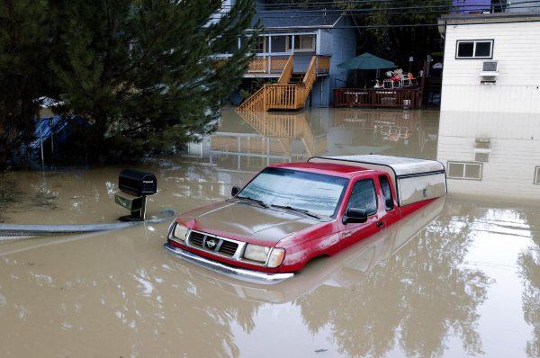 加州17县遭暴雨影响 川普宣布进入紧急状态