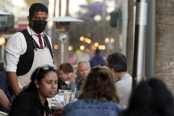 加州取消已打疫苗员工戴口罩规定